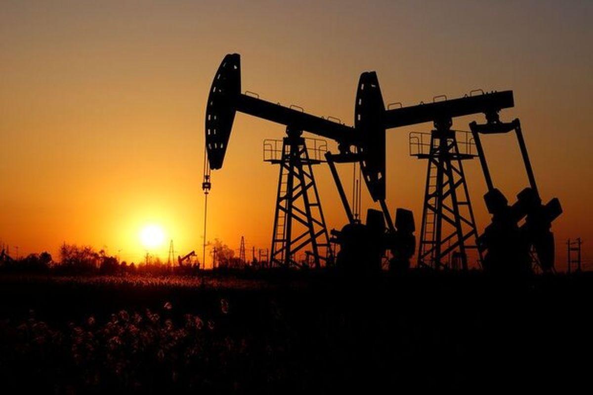 افت قیمت نفت در اولین روز معاملات هفته / کاهش تقاضا در چین چشمانداز بازار را تاریک کرد