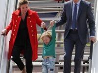 پیاده کردن فرزند از هواپیما به سبک نخستوزیر کانادا +عکس