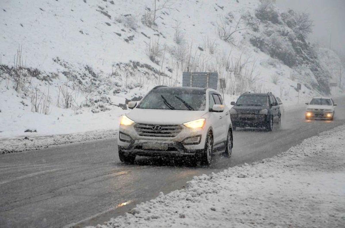 جادههای مازندران برفی و مه آلود شد