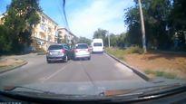 سبقت ناگوار راننده خودرو + فیلم