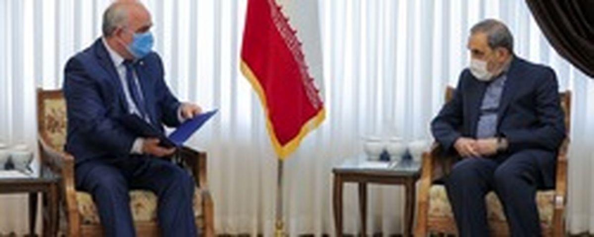 تقدیم پیام پوتین به رهبر انقلاب در دیدار ولایتی با سفیر روسیه در ایران