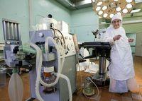زن ۸۹ ساله؛ پیرترین جراح جهان! +تصاویر