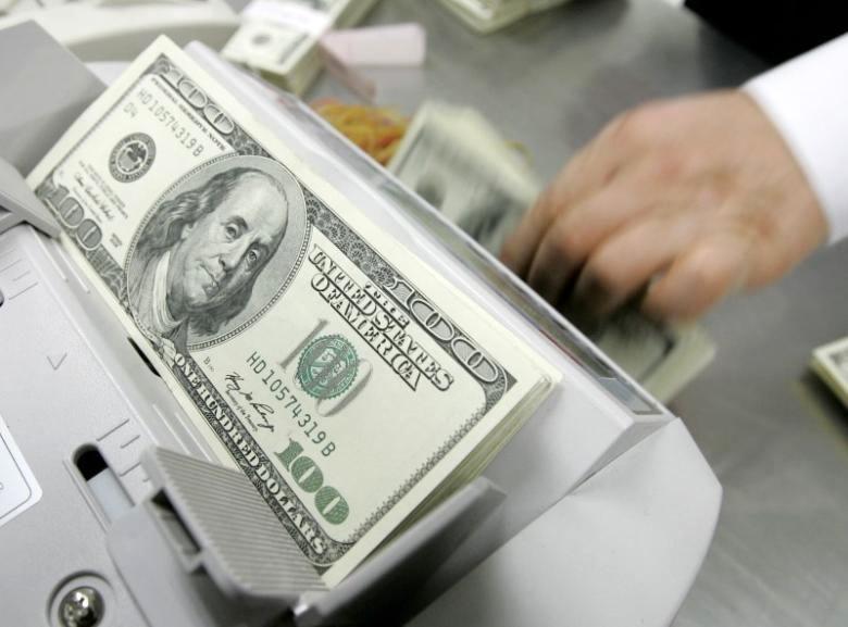 یک عضو کمیسیون اقتصادی مجلس: منتظر کاهش محسوس قیمت دلار نباشید