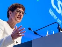 وزیر دفاع آلمان ایران را به خویشتنداری فراخواند