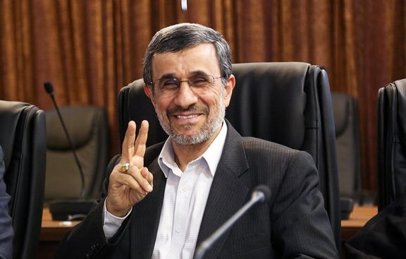 ژست همیشگی احمدینژاد در مقابل دوربین +عکس