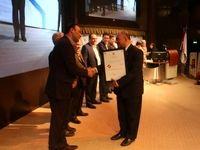 بانک انصار تندیس بلورین تعالی آموزش و توسعه منابع انسانی را دریافت کرد