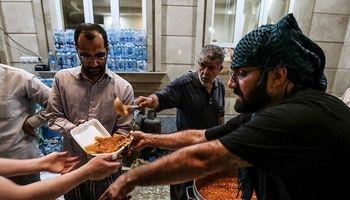 توزیع وعدههای افطار و سحر در منطقه سیلزده +تصاویر