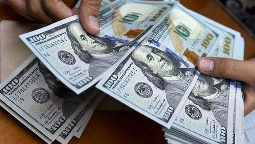 نرخ فروش دلار در بازار ثانویه وارد کانال ۷هزار تومان شد