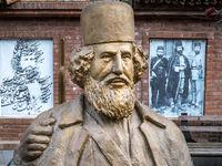 گردشگران تابستانی میهمان خانه میرزا کوچک خان +تصاویر