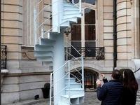 بخشی از پلههای برج ایفل فروخته شد