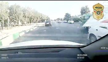 شلیک های پلیس برای متوقف کردن سارقان مزدا ۳۲۳ +فیلم