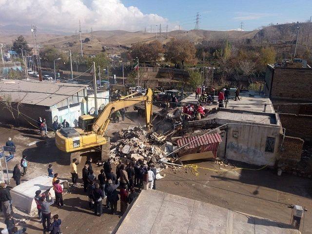 برخورد یک کامیون با منزل مسکونی در پردیس تهران