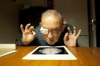 نگاه یک مرد به اسکن مغز انسان +عکس
