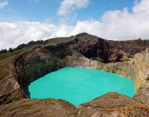 این دریاچه افسانهای هر روز به رنگی جدید در میآید +تصاویر
