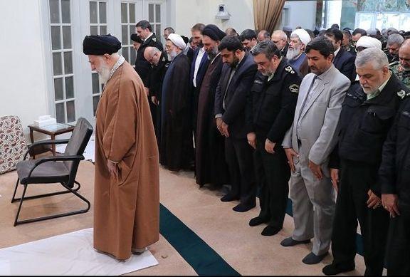 نماز فرمانده و مسئولان ناجا به امامت رهبر انقلاب +عکس