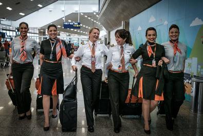 خلبان گابریلا کارنیرو از شرکت هواپیمایی برزیلیGOL به همراه تیمش
