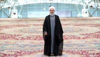 قدم زدن روحانی روی بزرگترین فرش جهان +عکس