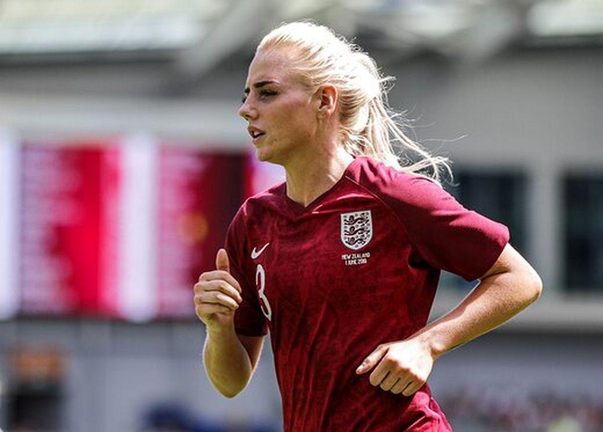 فوتبالیست زنی که دائم رنگ عوض میکند! +عکس