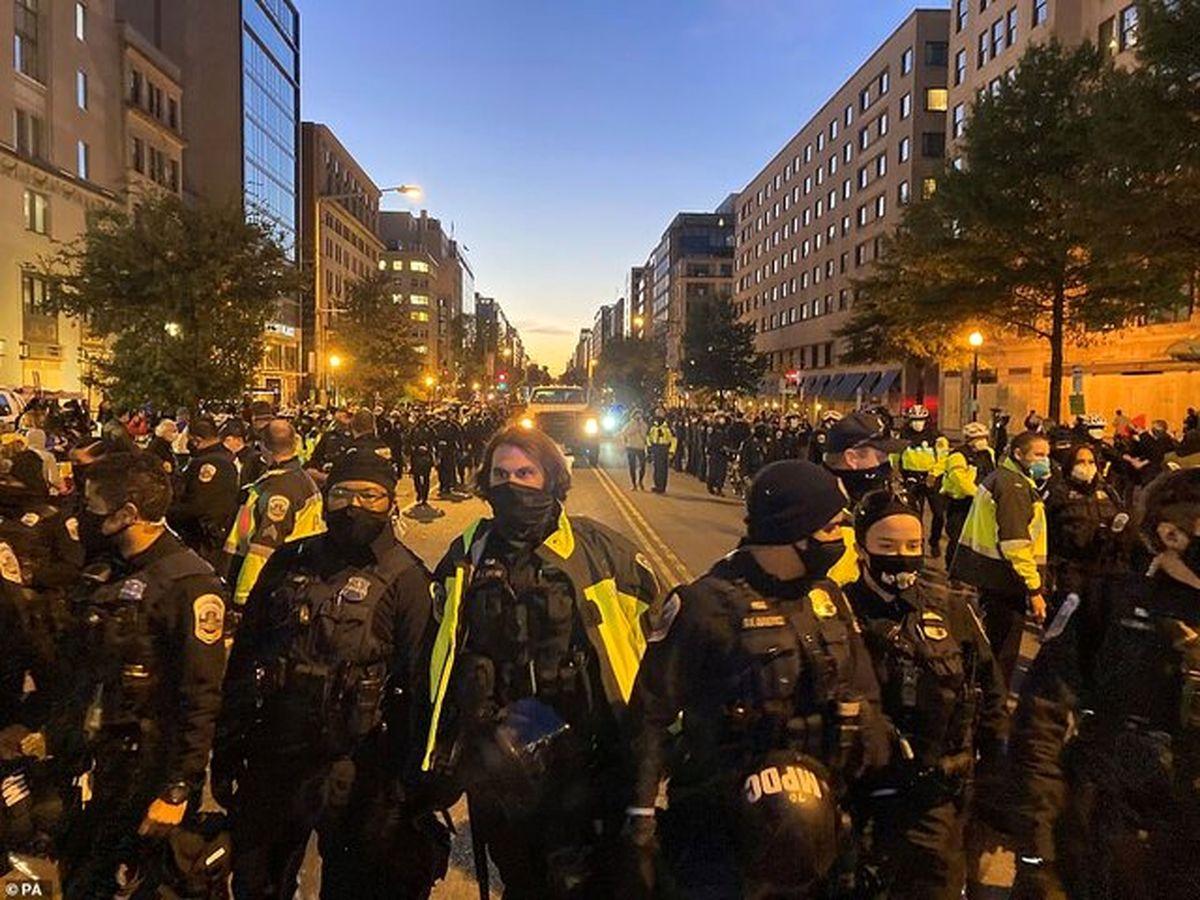 تجمع هزاران معترض ضد ترامپ مقابل کاخ سفید به خشونت کشیده شد