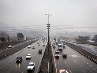 جادههای استان تهران لغزنده و مه گرفته است