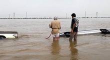 غرق شدن خودروها در سیلاب خوزستان +تصاویر