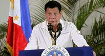 راه رفتن سوسک روی پیراهن رئیس جمهور فیلیپین +فیلم