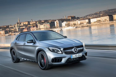 2018-Mercedes-AMG-GLA45-4MATIC-front-three-quarter-in-motion-03