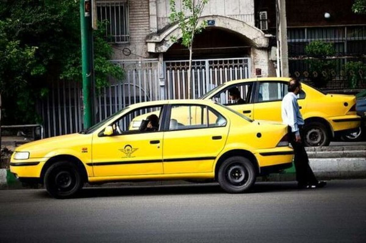 توزیع ماسک رایگان بین تاکسیرانان پایتخت