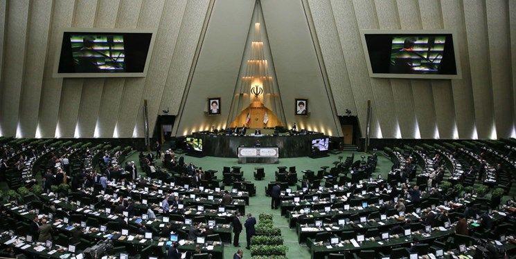 زخم خوردگان اسید به مجلس پناه بردند