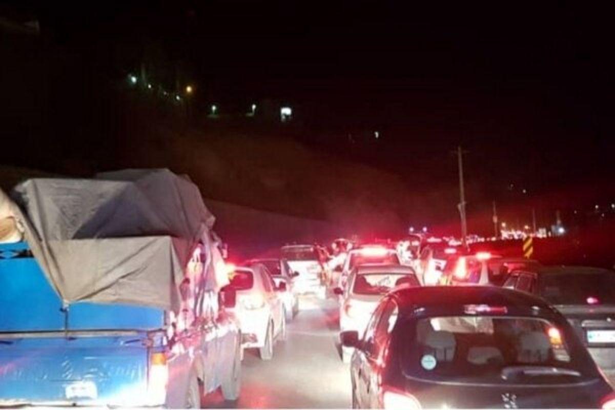 ترافیک سنگین و بارش باران در جاده چالوس