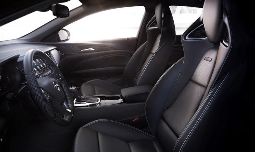 Buick Regal TourX Wagon2020